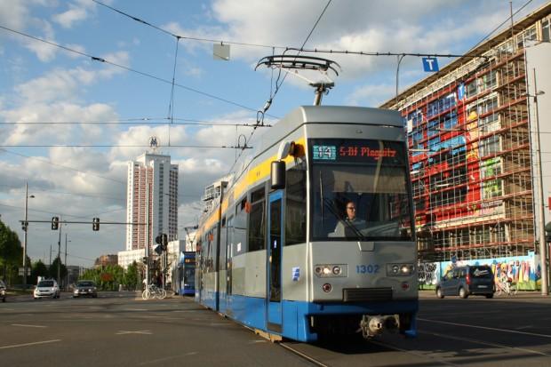 Linie 14 unterwegs am Augustusplatz. Foto: Ralf Julke