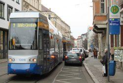 LVB-Straßenbahn in der Georg-Schwarz-Straße. Foto: Ralf Julke