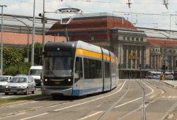 Straßenbahn am Tröndlinring. Foto: Ralf Julke