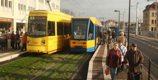 Straßenbahnen in der Lützner Straße. Foto: Ralf Julke