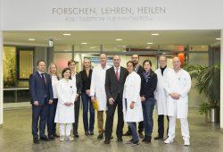Das Zertiifikat der Deutschen Krebsgesellschaft (DKG) bescheinigt den Krebsmedizinern des UKL die Einhaltung anspruchsvollster Qualitätsrichtlinien und damit eine hohe Behandlungsqualität., Foto: Stefan Straube/UKL
