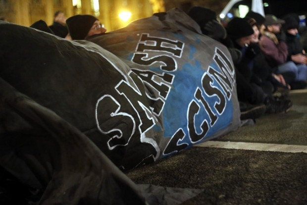 20:05 Uhr Smash Fascism heißt es an der Runden Ecke. Foto: L-IZ.de