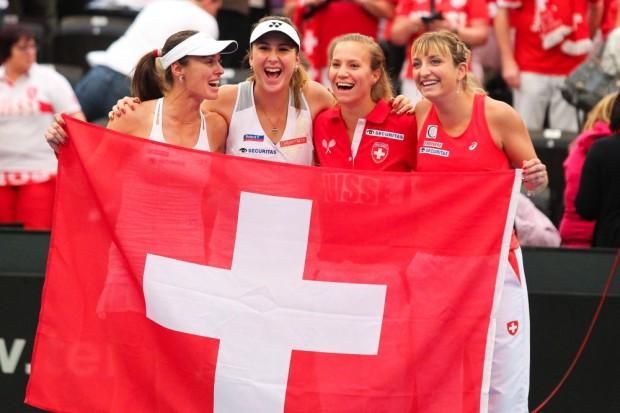 Siegerfoto des Team Schweiz: Martina Hingis, Belinda Bencic, Viktorija Golubic, Timea Bacsinszky (v.l.). Foto: Jan Kaefer