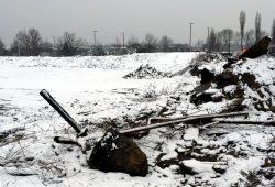 Bar Kochba Denkmal unter einem Haufen Schutt vergraben. Foto: Privat