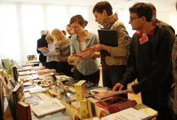 Bücherberg aus Sachsen - und dabei ist das Meiste noch in der Druckerei. Foto: Ralf Julke
