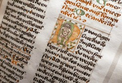 """Aufgeschlagene Seite im """"Weichbildrecht"""", Handschrift, 1453. Foto: Universitätsbibliothek Leipzig"""