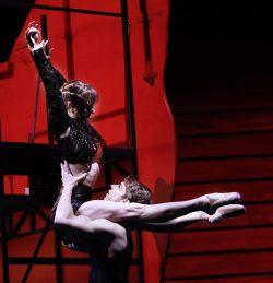 Carmen: Annelies Bindley, Don Jose: Tom Bergmann, Escamillo Özgür: Tuncay. Foto: Oper Leipzig / Ida Zenna