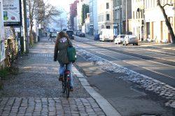 In der Dieskaustraße ist die Fahrbahn von Radfahrern schon lange nicht mehr nutzbar. Foto: Ralf Julke