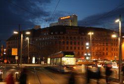 LVB-Haltestelle am Hauptbahnhof in den Abendstunden. Foto: Ralf Julke
