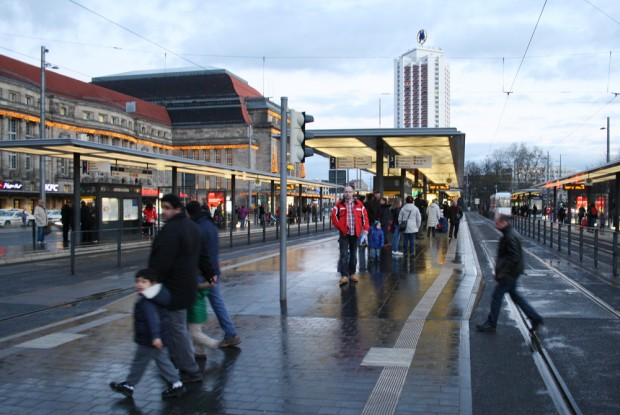 Überhaupt nicht betroffen: LVB-Haltestelle Hauptbahnhof. Foto: Ralf Julke