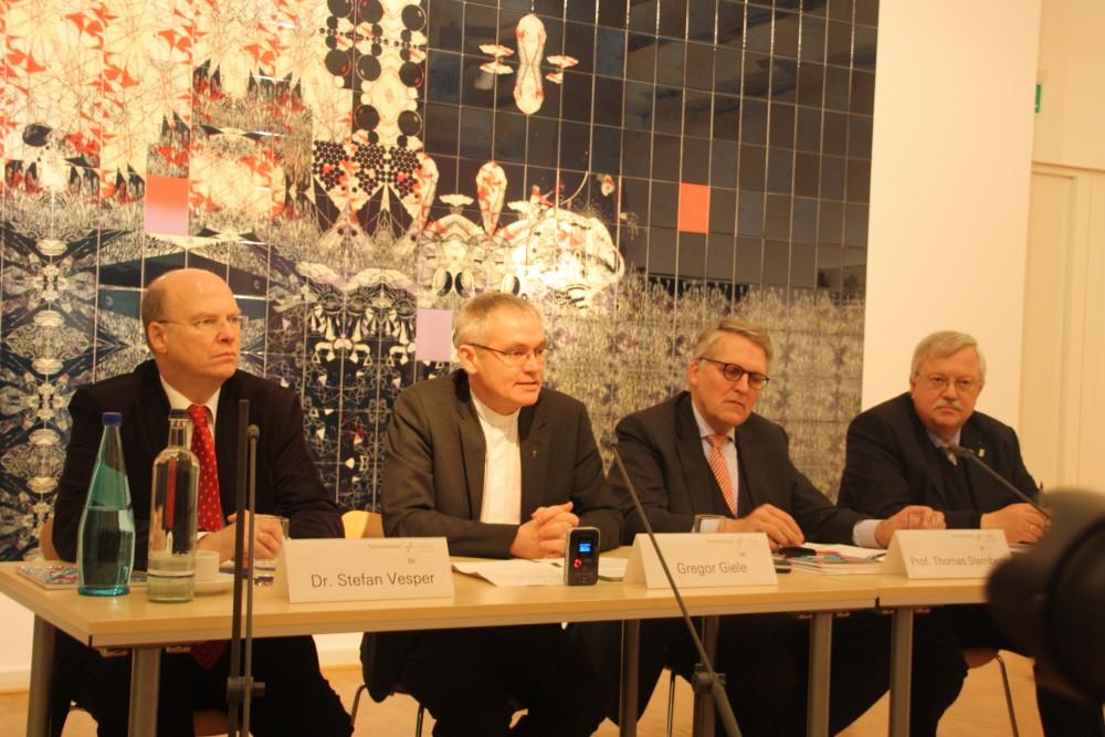 Das Team des Katholikentags stellt das Programm vor. Foto: Ernst-Ulrich Kneitschel