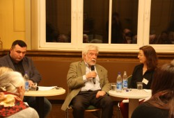 Tayyar Kojak, Hans-Joachim Maaz und Beate Tischer im Gespräch. Foto: Ernst-Ulrich Kneitschel