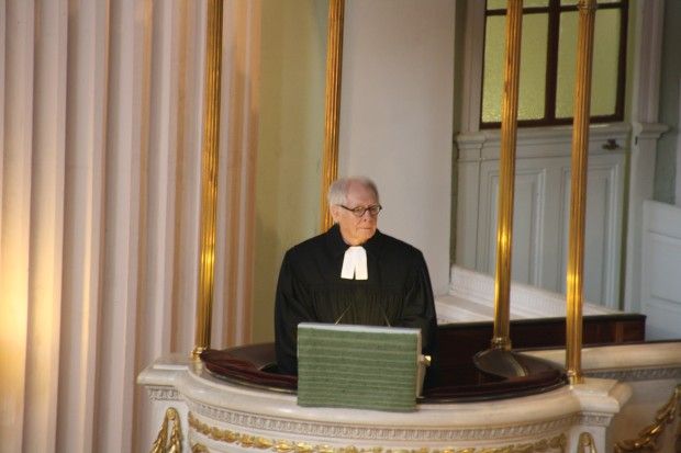 Dr. Rüdiger Lux predigt. Foto: Ernst-Ulrich Kneitschel