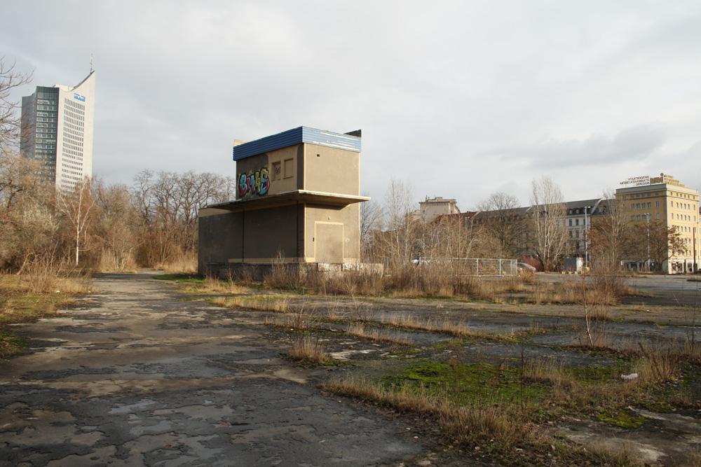Das derzeit brachliegende Grundstück der alten Markthalle. Foto: Ralf Julke