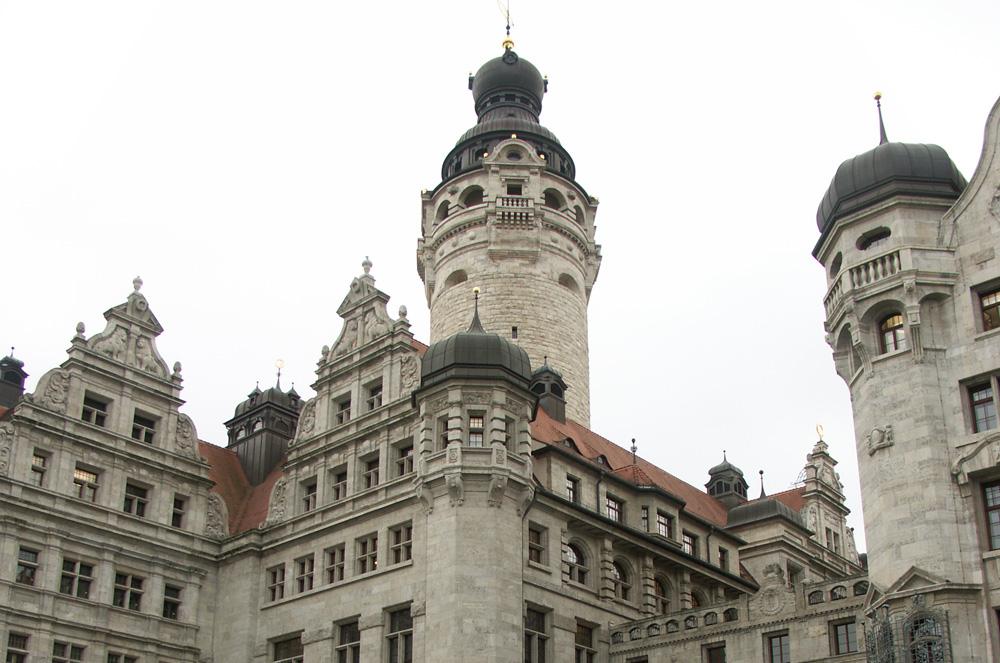 Zu Luthers Zeiten stand am Ort des heutigen Neuen Rathauses das landesherrliche Schloss. Foto: Karsten Pietsch