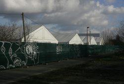 Notunterkünfte für Asylsuchende in der Nähe der Neuen Messe. Foto: Sebastian Beyer