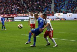 Braunschweig läuft immer wieder gegen die Verteidigung der Leipziger. Foto: Alexander Böhm