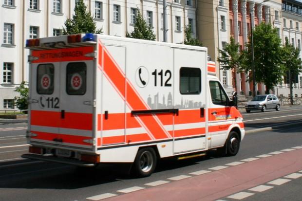 Rettungswagen in der Karl-Liebknecht-Straße. Foto: Ralf Julke