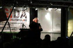 Roland Ulbrich AfD endlich oben - Premiere auf der Legida-Bühne. Foto: L-IZ.de