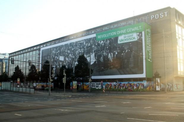 """2014 am Leipziger Augustusplatz: Blow up der Image-Kampagne """"So geht Sachsen"""". Foto: Ralf Julke"""