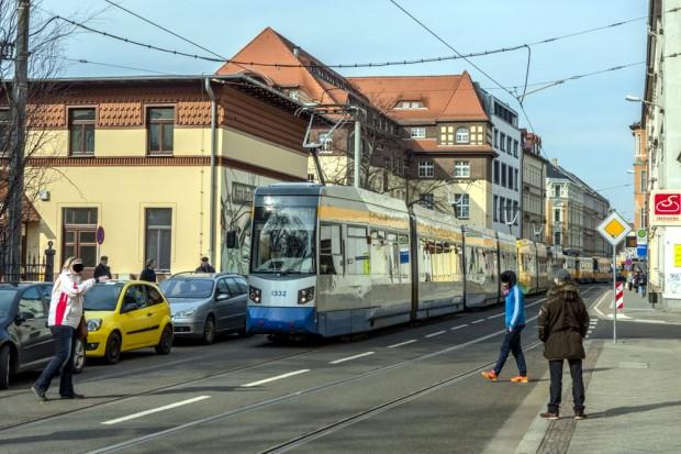 Stau auf der Georg-Schwarz-Straße dank geparkter Autos. Foto: Markus Wilmsmann