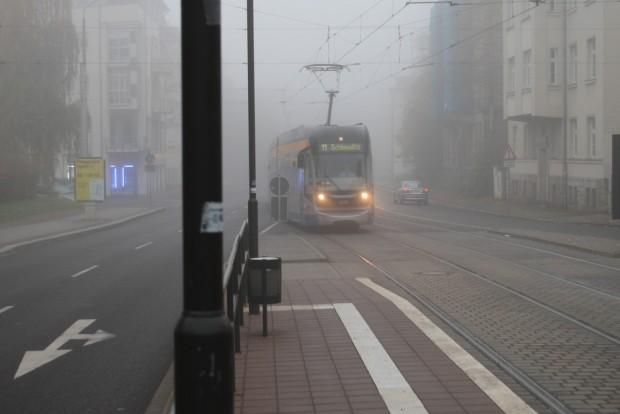Manchmal in dichtem Nebel: Leipzigs Nahverkehr. Foto: Ralf Julke