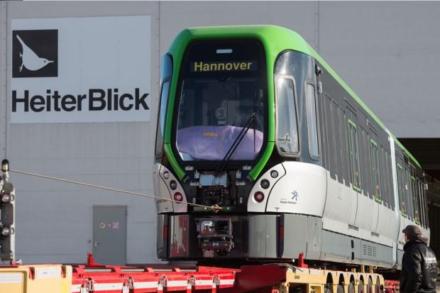 """Der 44 Tonnen schwere, 25 Meter lange """"TW 3000"""" aus der Plagwitzer Straßenbahnmanufaktur. Foto: Christian Modla"""