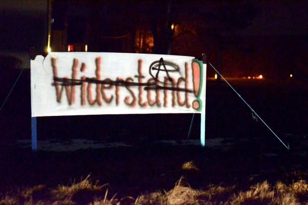 """Alle gegen Alle. Erst """"Widerstand"""" in Clausnitz, dann kam die Antifa ins Dorf. Foto: Inymedia.org"""