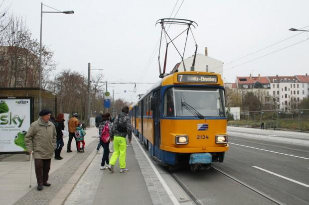 Die Linie 7 im neu gebauten Teilstück in der Wurzner Straße (Dezember 2014). Foto: Ralf Julke