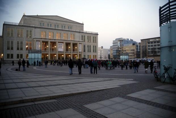 18:10 Uhr: Platznehmen auf dem Augustusplatz. Foto: L-IZ.de