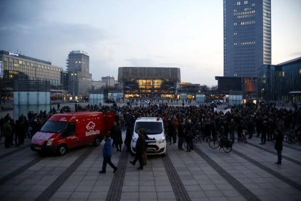 18:17 Uhr: Etwa 300 Teilnehmer bei Leipzig nimmt Platz versammelt. Foto: L-IZ.de