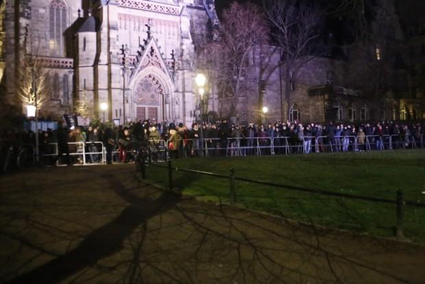 20:18 Uhr: Der Gegenprotest tritt heute wieder stärker auf. Foto: L-IZ.de