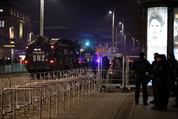 20:55 Uhr: Kaum Vorkommnisse. Die Polizei bereitet die Abreise vor. Foto: L-IZ.de