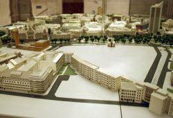 Die große Brachfläche Wilhelm-Leuschner-Platz / Markthallenviertel im Modell des Stadtplanungsamtes. Foto: Ralf Julke