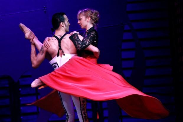Leidenschaften, Träume, Verwirrungen: Annelies Bindley und Özgür Tuncay. Foto: Oper Leipzig, IdaZenna
