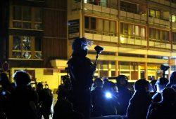 Die Polizei im Einsatz bei Legida & NoLegida: Dazwischen immer wieder Journalisten, die berichten wollen. Foto: L-IZ.de