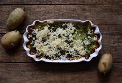 Bärlauch-Kartoffel-Auflauf mit Räucherkäse. Foto: Maike Klose