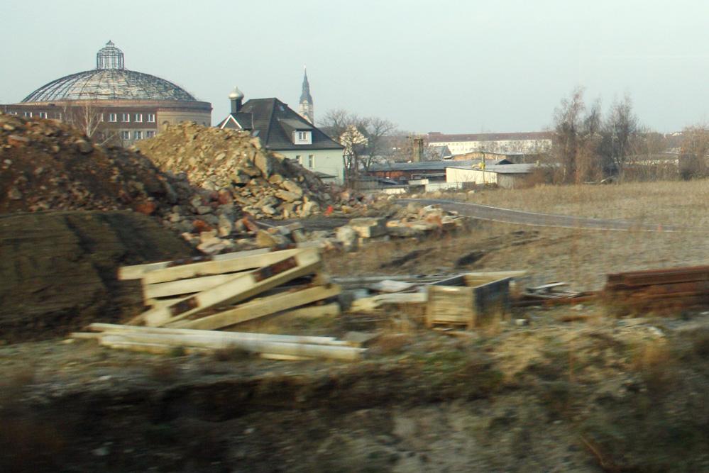 Blick über das brachliegende Gelände von Südosten. Foto: Ralf Julke