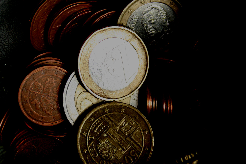 Geld auf dunklen Wegen. Foto: Ralf Julke