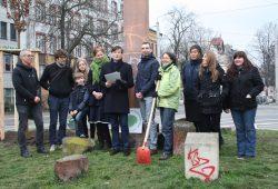 Gruppenbild mit allen Beteiligten am Connewitzer Kreuz. Foto: Ralf Julke