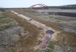 Blick über das Gelände zwischen Cospudener See und Brücke der A 38. Foto: Ralf Julke