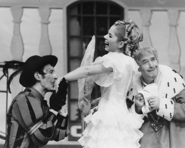 """Schauspielhaus 1970: Ellen Hellwig als Prinzessin im Märchen """"Das tapfere Schneiderlein"""". Foto: Schauspiel Leipzig"""