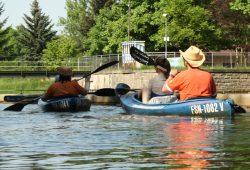 Mit Leihbooten an der Schleuse Connewitz. Foto: Ralf Julke