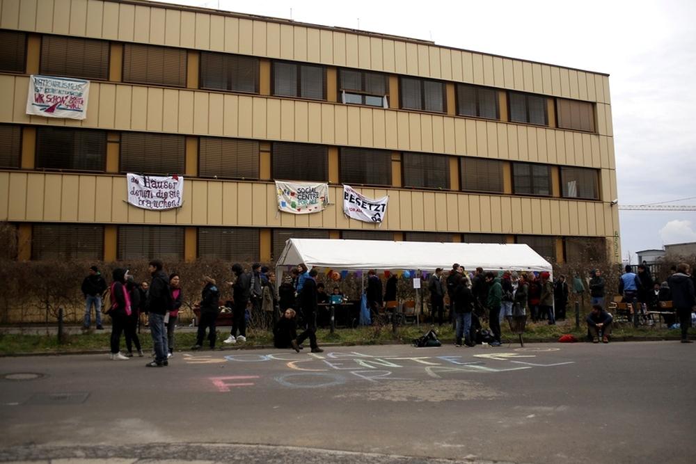 Kundgebung vor dem besetzten Haus Platostraße am Samstag, 5. März. Foto: Alexander Böhm