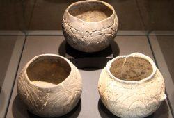 Als Linienband-Keramik bezeichnet man frühsteinzeitliche Keramik (5500 - 4500 v. C.) mit Verzierungen. Foto: Matthias Weidemann