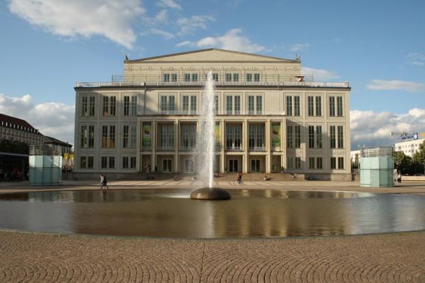 Das Leipziger Opernhaus mit Opernbrunnen. Foto: Ralf Julke