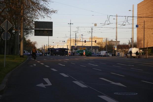 19:50 Uhr: Die Polizei hatte trotz geringer Legida-Dichte wieder ordentlich aufgefahren. Foto: L-IZ.de