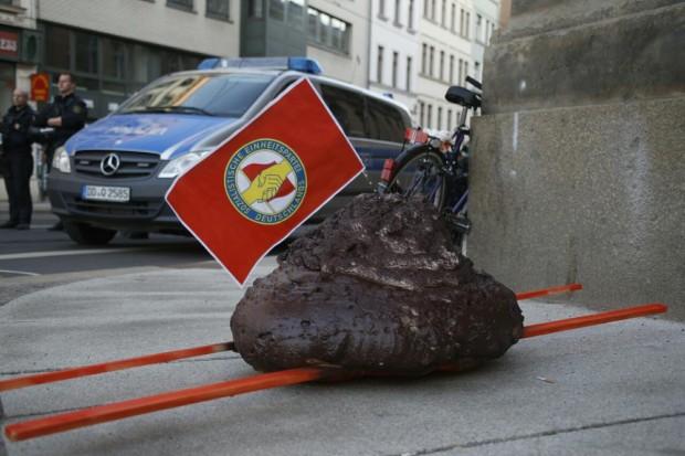 Nur 100 Legida-Teilnehmer wollten mit Kot zur Polizei spazieren. Foto: L-IZ.de