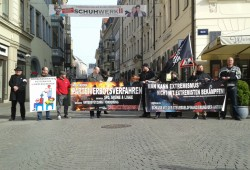 Legida-nahe Personen demonstrieren (warum in Sachsen politischer Druck vonnöten ist). Foto: René Loch