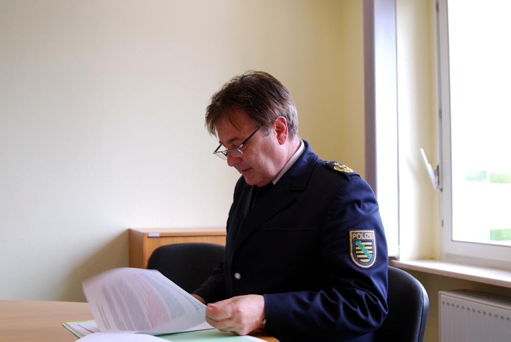 Leipzigs Polizeipräsident Bernd Merbitz hat sein Wort gegeben - kein Rassismus. Foto: L-IZ.de